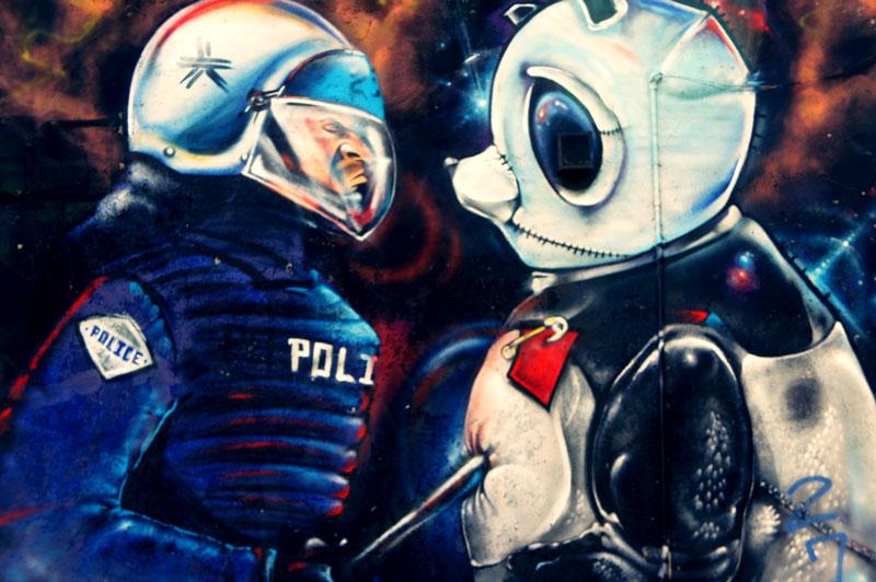 montreal-police-graffiti